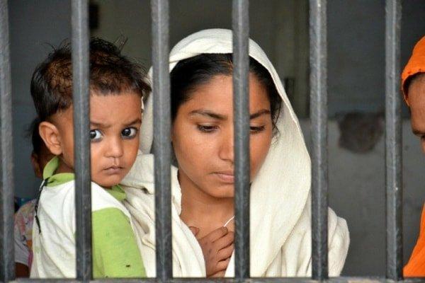 top stories in hindi news जेल में बंद औरतों के बच्चे किस हाल में रहते हैं?