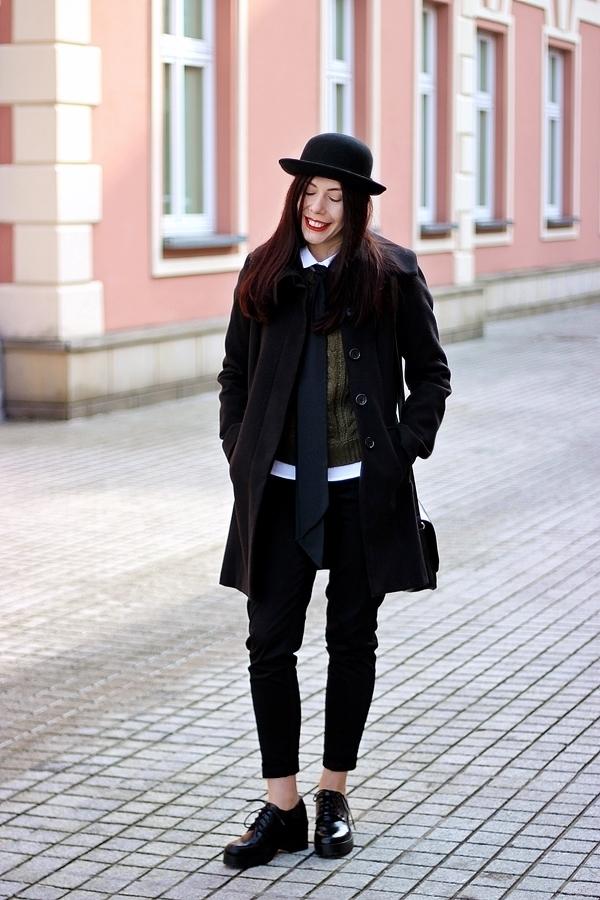 stylizacja-damska-z-krawatem