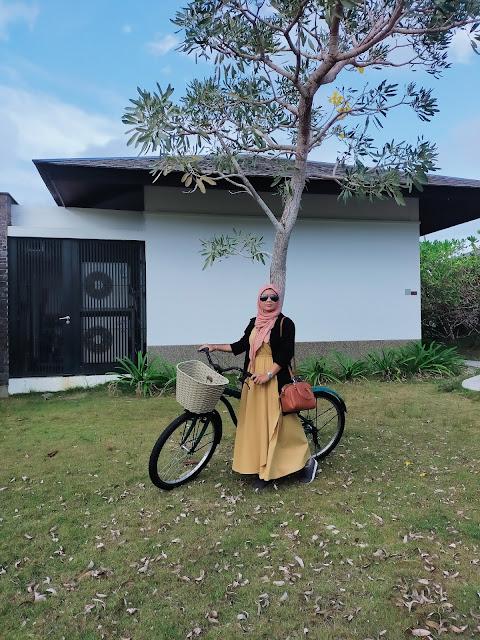 Sepedaan di area Residence Bintan