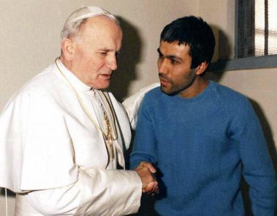 Ali Agca et le pape Jean Paul II