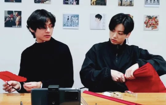 Kings of crafts (Picture: VLive)