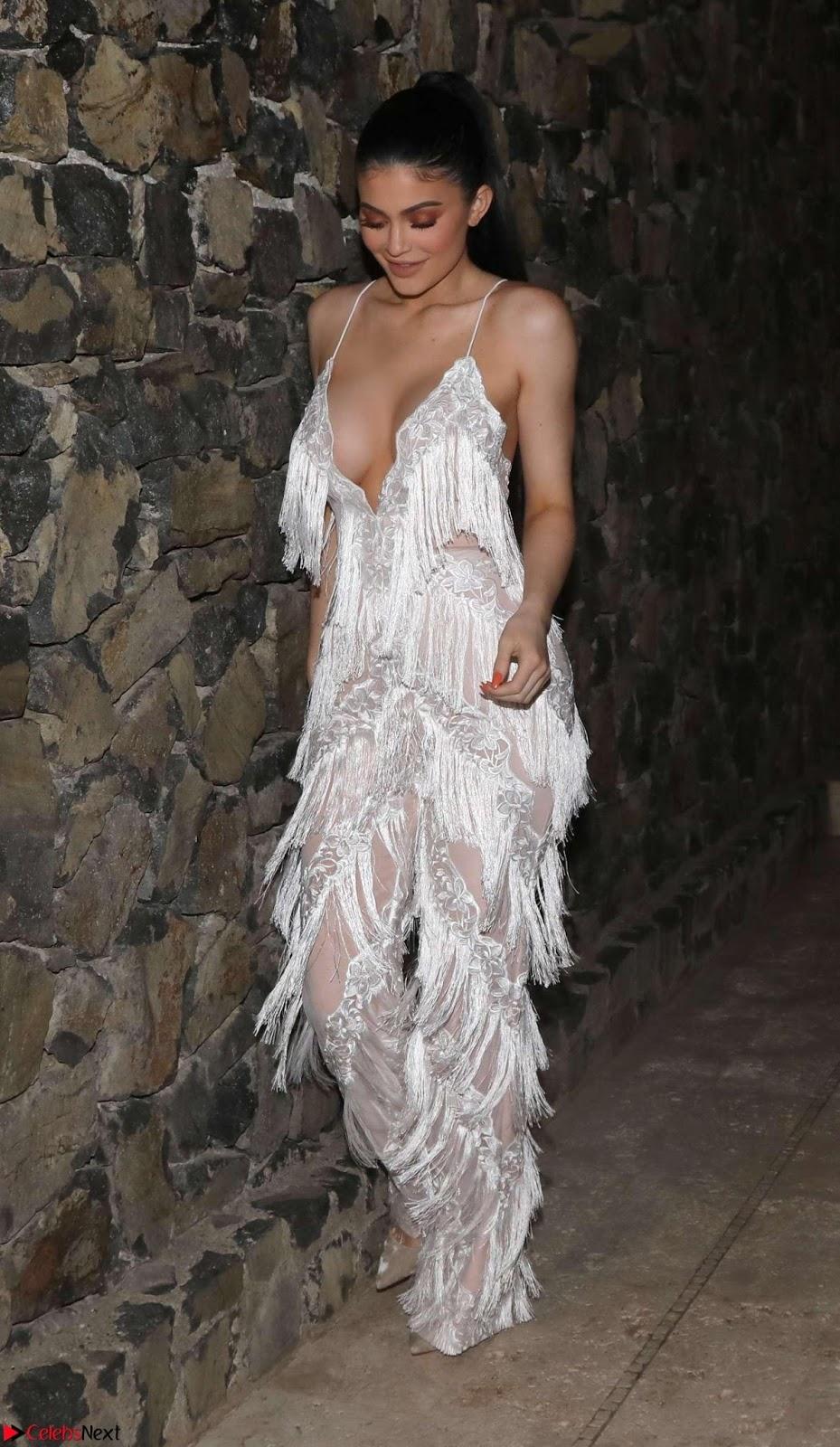 [Big Ass February] Kylie Jenner Kim Kardashian Huge Ass Massive Boobs in Feb 2017 Instagram Leaked Pics WOW