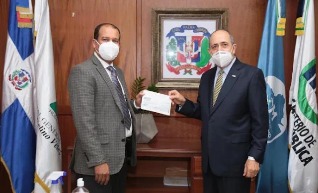 Hospital Marcelino Vélez Santana recibe donativo