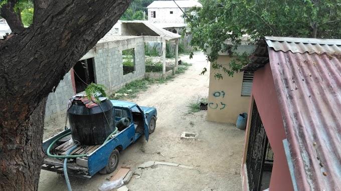 En Batey Paja de Vicente Noble esperan a Felipe Sisa para que resuelva carencia de agua