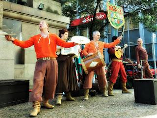 Grupo Oigalê Teatro de Rua - Negrinho do Pastoreio