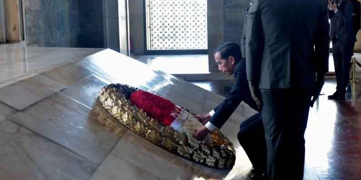 Sambangi Ankara, Jokowi Kunjungi Makam Pendiri Republik Turki