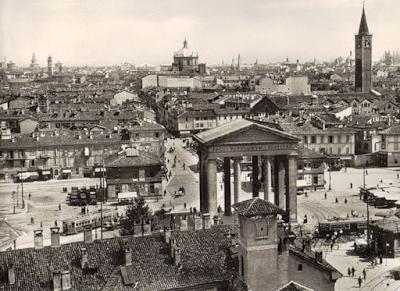 la piazza negli anni Trenta: la quercia a sinistra
