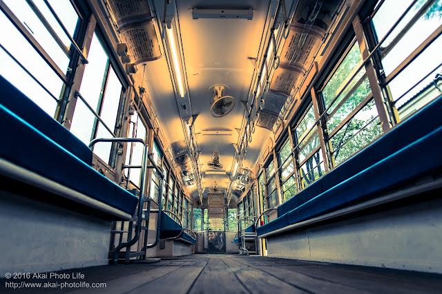 東京江戸たてもの園で撮影したノスタルジックな都電7514号の車内の写真
