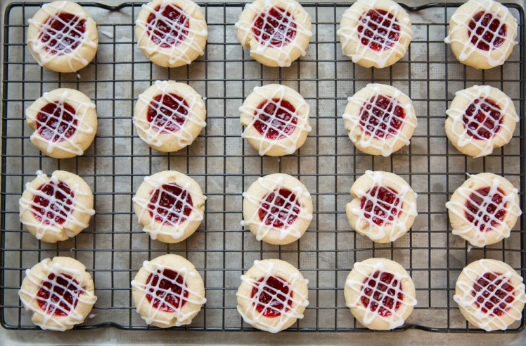 Raspberry Almond Shortbread Thumbprint Cookies #desserts #almond #raspberry #cakes #cookies