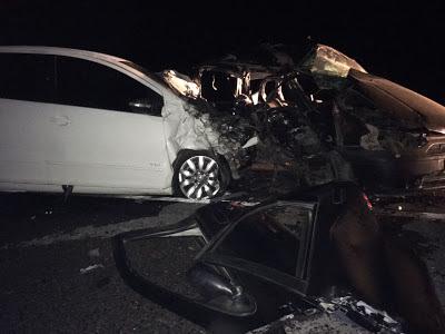 Por volta das 22:30hs deste sábado 22 de outubro de 2016, na BR 423 km 65, Povoado Olho D'Agua dos Pombos, Zona Rural de Lajedo, foi registrada  um grave acidente envolvendo um Fox de cor branca,   placa OHE 8558- Arapiraca-Al e um Fiat Pálio Weekend de cor preta, placa KMD 2930-Recife-PE,  que deixou um saldo de 02 pessoas mortas e uma gravemente ferida.