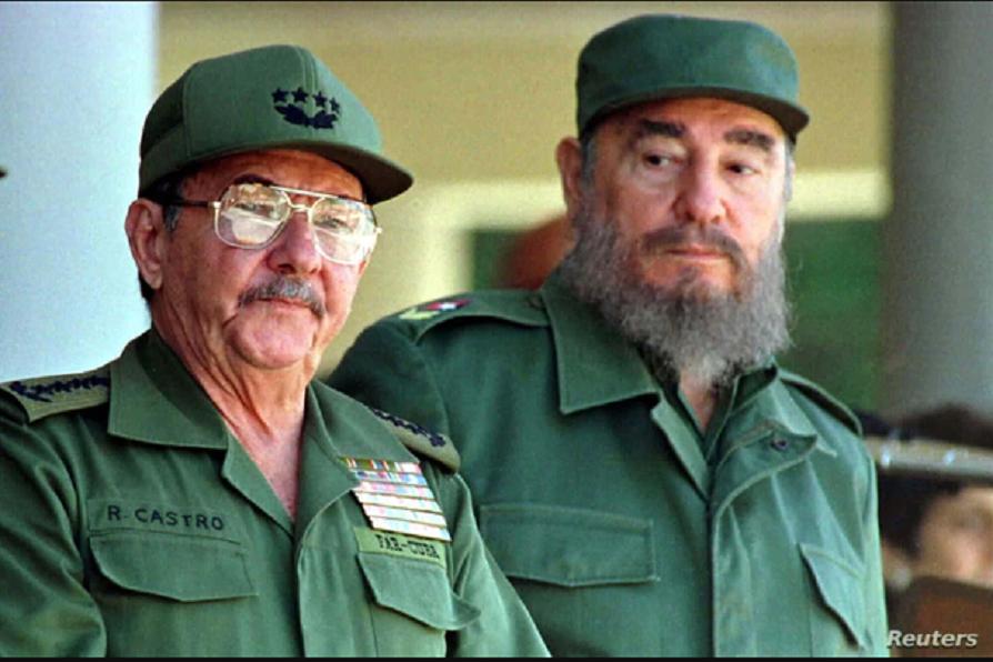 Raúl Castro, de 89 años, renunció como primer secretario del PCC, el cargo más poderoso en Cuba, poniendo fin a un control familiar de casi seis décadas en el poder que comenzó en 1959 con su hermano, el revolucionario Fidel Castro, quien murió en 2016 / REUTERS