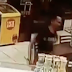Homem endemoniado invade loja de conveniência com terçado e tenta matar funcionários em Manaus; imagens fortes