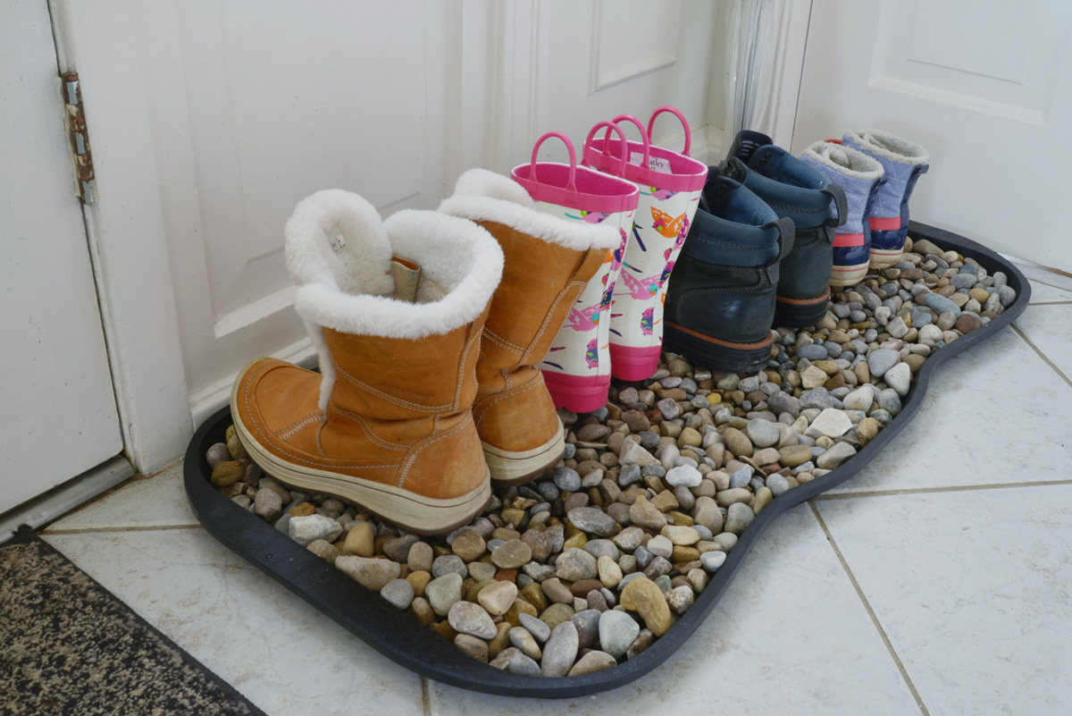 winter organization, pebble boot tray