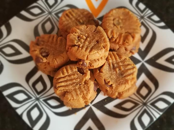 5 Ingredient Low Carb Peanut Butter and Chocolate Chip Cookies