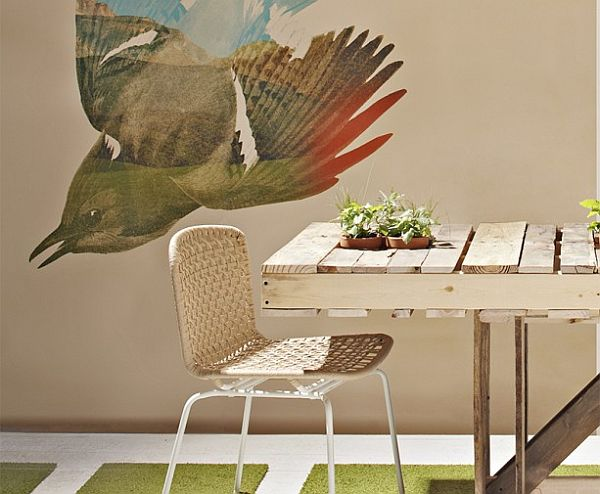 This pallet table is perfect outdoor table for a garden or patio