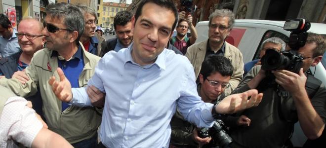 To δώρο που προσέφεραν Ιταλίδες στον Τσίπρα και τον άφησε άφωνο -«Ciao Antonio Banderas», του φώναζαν [εικόνες]