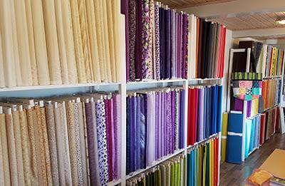 Butikken er fyldt op med patchwork stoffer