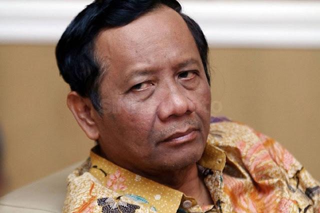 Mahfud MD Tegaskan Negara Bisa Memaksa Rakyat Buat Divaksin
