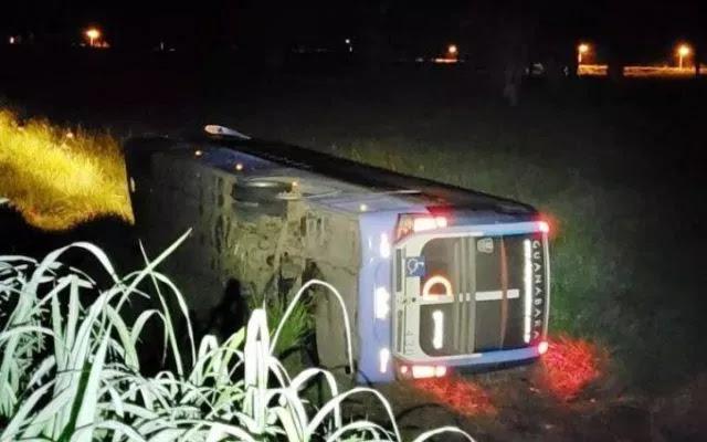 Ônibus da Guanabara tomba na BR 135 e deixa vários feridos no Maranhão