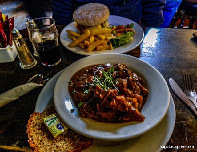 Beef stew, carne ensopada na cerveja, prato típico da Irlanda