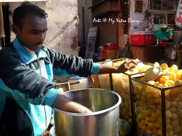Pani Puri vendor at Bapu Bazaar