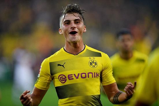 Max Philipp chơi ấn tượng trong màu áo Dortmund.