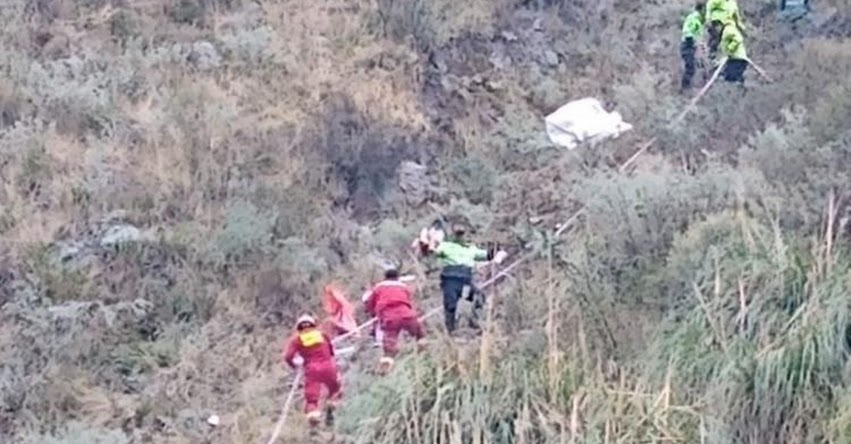 TRAGEDIA: Vehículo con escolares cae a un abismo en Huarochirí - Carretera Central