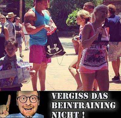 Lustige muskulöse Männer zum lachen - Sports Mann - dünne Beine