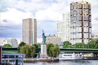 Paris : Statues de la Liberté, les six parisiennes et la flamme