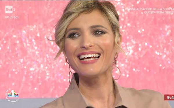 Monica Giandotti viso primo piano denti sorriso