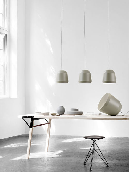leuchtend grau interior magazin celebrating soft minimalism sch n schlicht lampe von cecilie manz. Black Bedroom Furniture Sets. Home Design Ideas