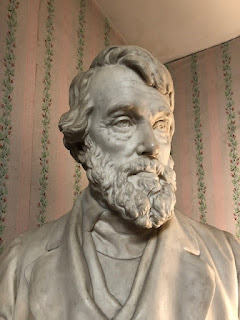 Thomas Carlyle bust