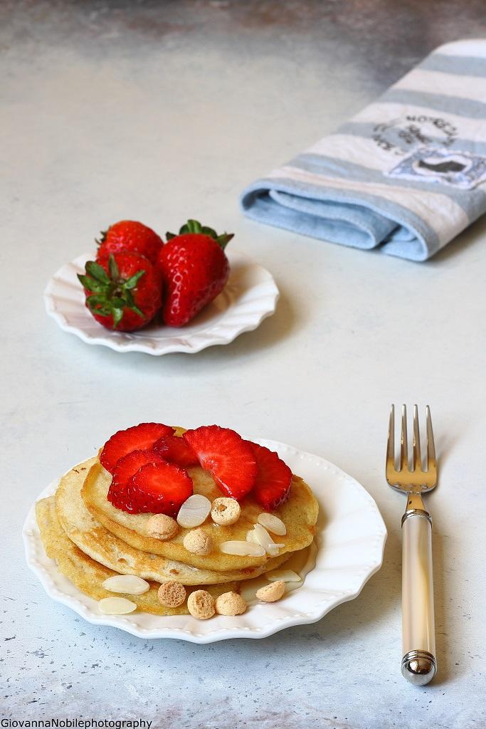 Pancakes alla cannella con macedonia di fragole