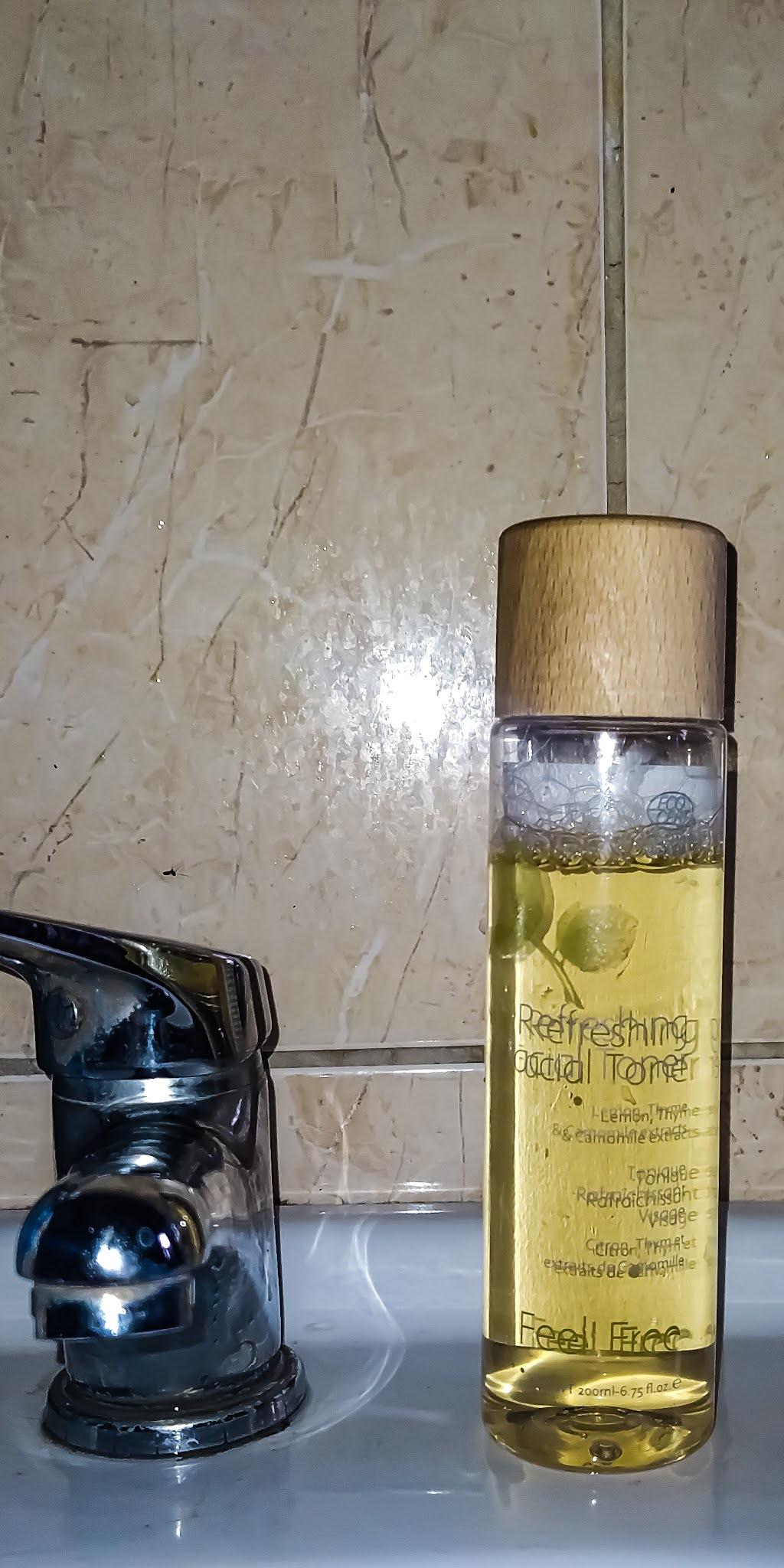 Feel Free Refreshing Facial Toner - naturalny tonik do twarzy. Skład, odczucia, zalety