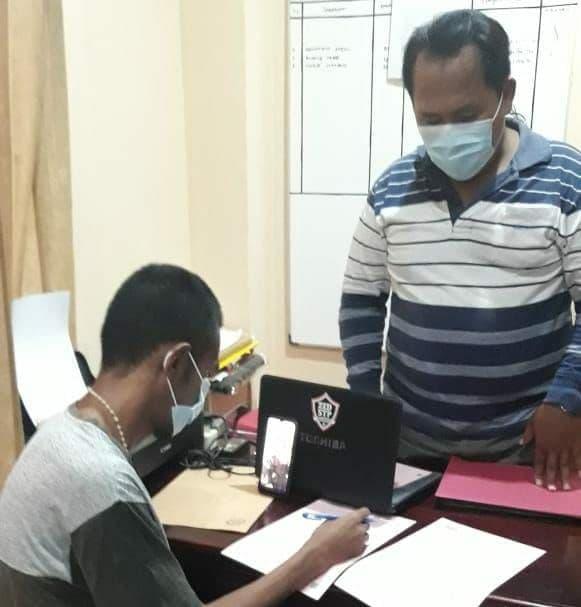 Penyidik Polsek Abepura Serahkan Tersangka Penganiayaan Secara Online ke Jaksa