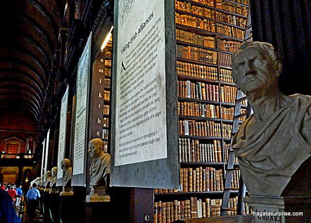 Long Room, antigo salão de leitura da biblioteca histórica do Trinity College, em Dublin