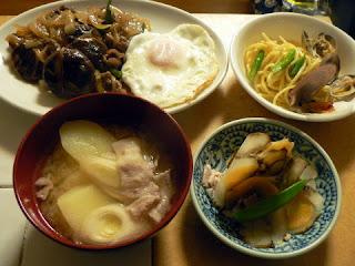 今日の夕食 砂肝炒め煮 じゃが肉味噌汁 菊芋 少パスタ