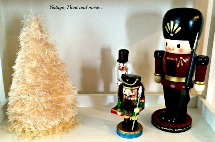 Vintage, Paint and more... vintage nutcracker decor with a diy eyelash yarn cone tree