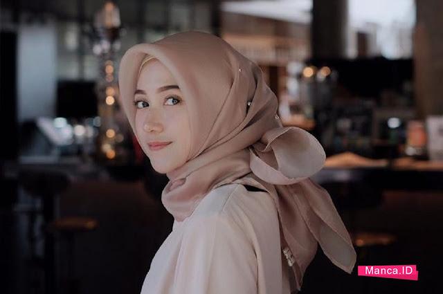 hijab cantik dengan ikat kepala