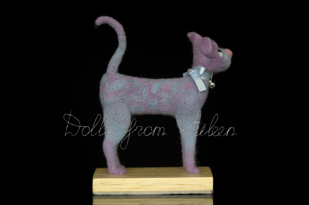 ooak needle felted cat sculpture, side view