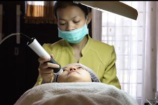 Perawatan wajah 02 Bubble Natural Glow di klinik Holistik Estetika - Mekar Wangi