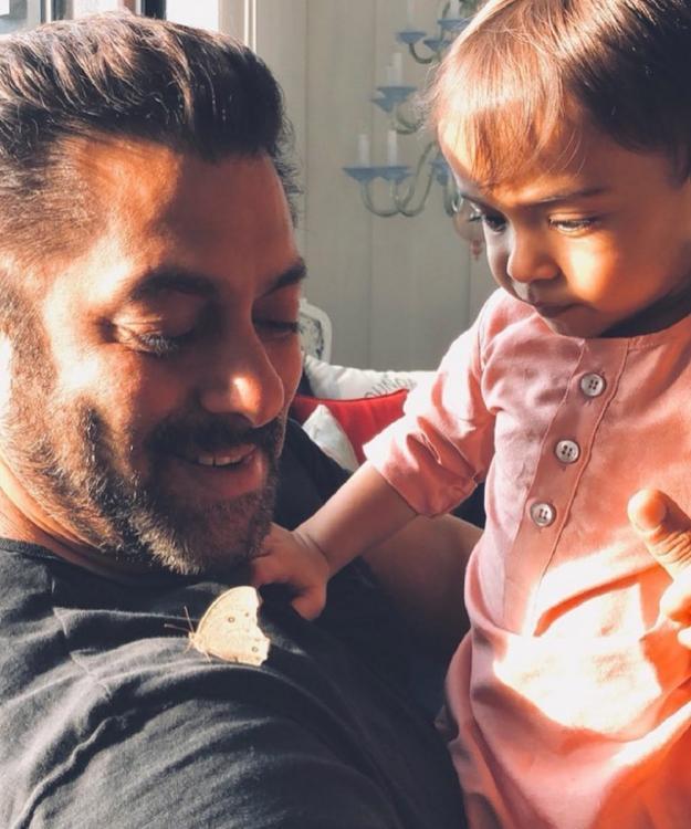 Salman+Khan%E2%80%99s+fun+time+with+sister+Arpita%E2%80%99s+son+Ahil%21.jpg
