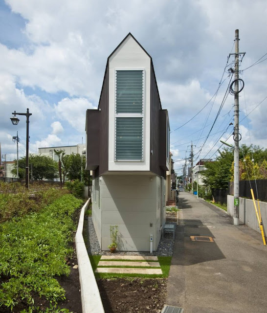 This House May Look Tiny and Narrow House, But You Will Be Shocked Once You Get Inside