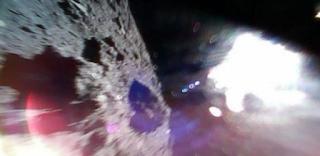 هبوط اثنين من المستكشفين اليابانيين على كويكب عمره 4.6 مليار سنة