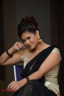 Anchor Shilpha Chakravarthy Stills in Saree at Jeelakarra Bellam Audio Launch  0095.JPG