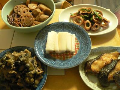 夕食の献立 献立レシピ 飽きない献立 ギンダラ 味噌ナス豚炒め 蓮と里芋の煮物 山芋 イカバター