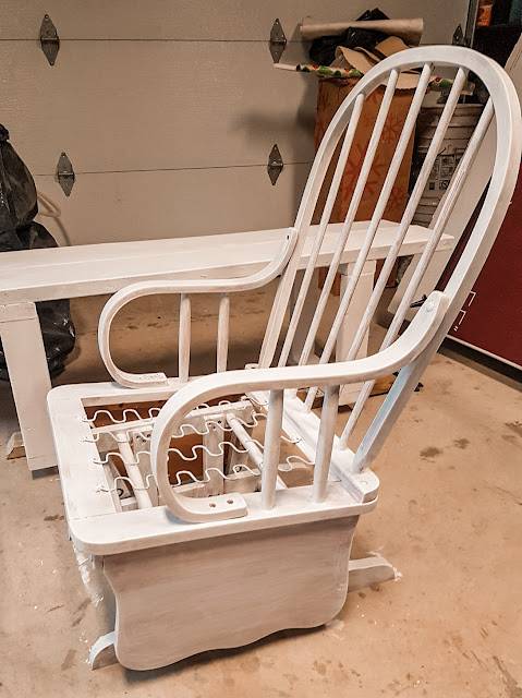 How I Refurbished an Old Rocking chair for cheap by Plaid and SUgar Blog. Easy DIY tutorial