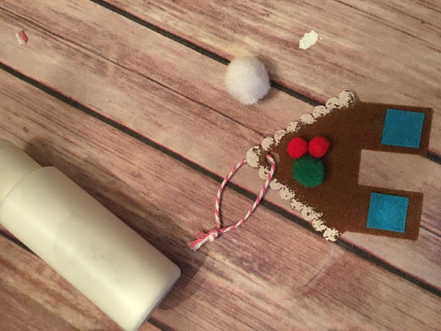 Add a touch of MidCentury Modern flair with a felt retro tree skirt and gingerbread house ornaments using Cricut Maker.