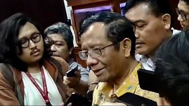 Mahfud Beri Pernyataan Berbeda di Depan Jokowi dan Media, Diungkap oleh Mantan Staf Wapres JK