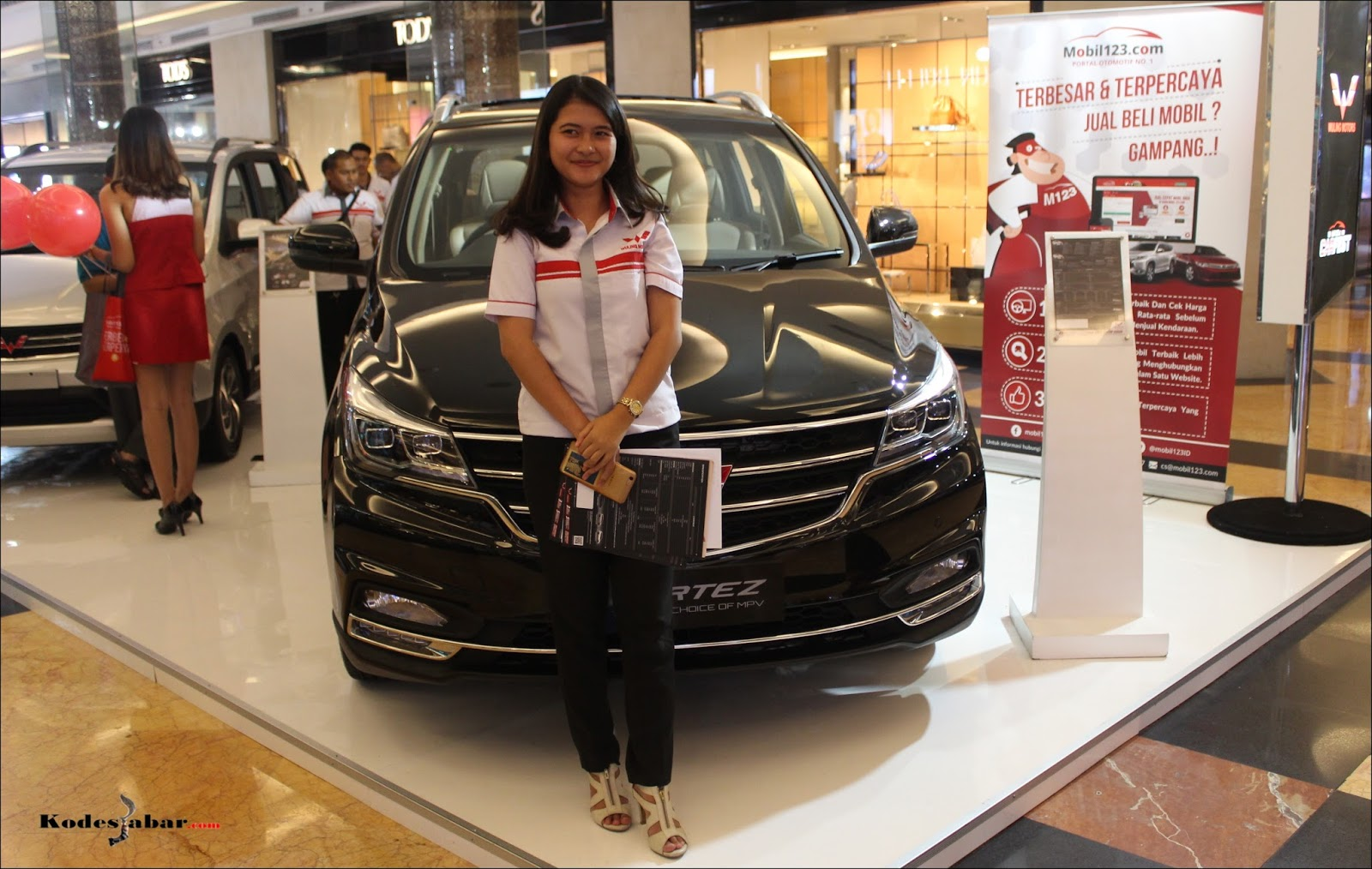 Booth Mobil123 Carfest Wuling
